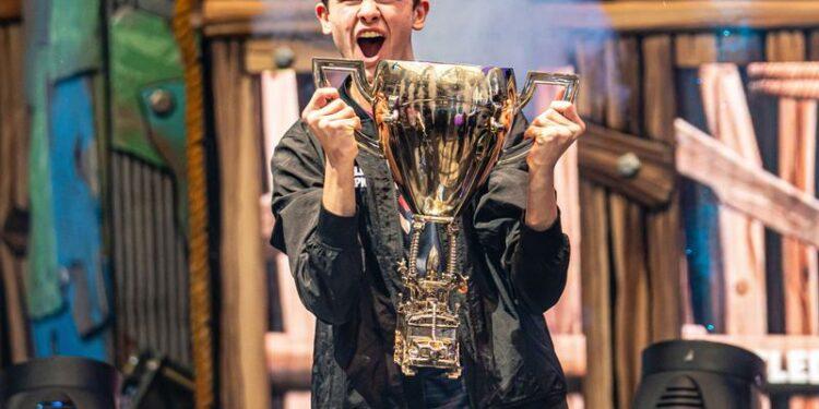 Kena Pajak 21 Miliar, Bugha Pemenang Fortnite World Cup Hanya Menerima Setengah Dari Total Hadiah! GD