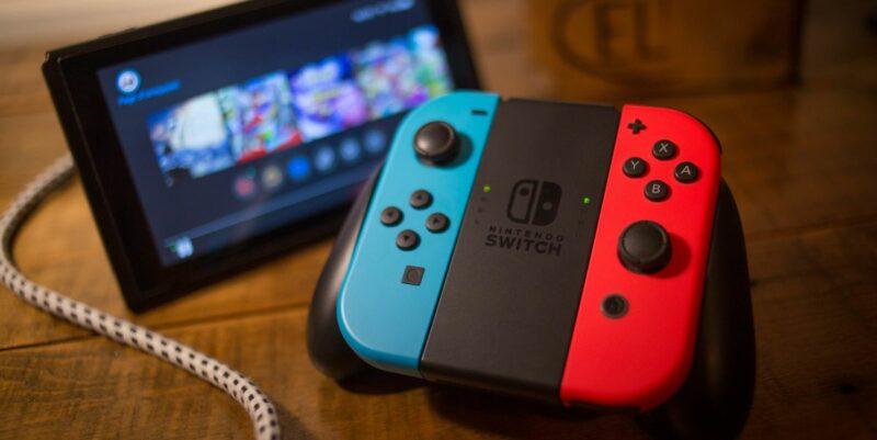 Nintendo Harus Tinggalkan Switch Original Demi Switch Lite