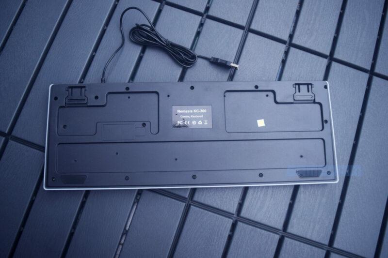 Bagian belakang keyboard
